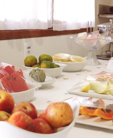 Mesa do Café da Manhã da Pousada das Araras de Araçuaí